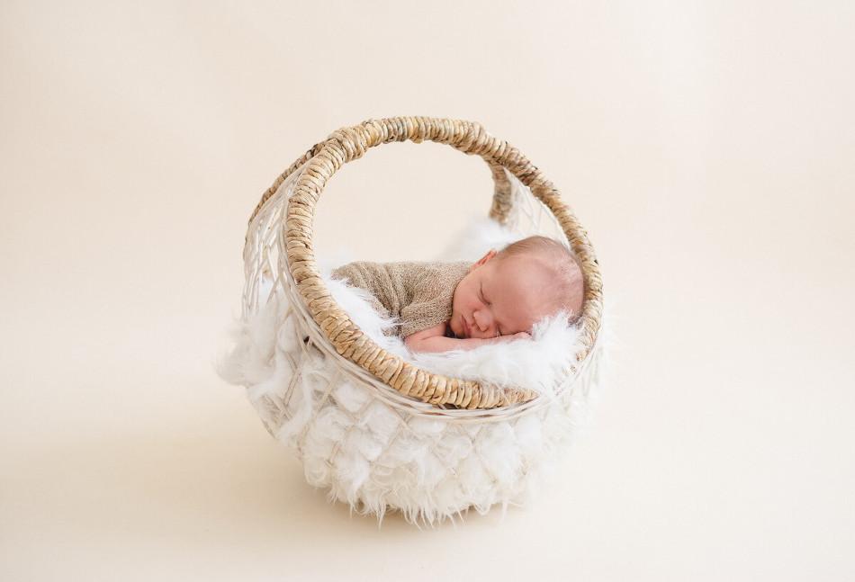 Newborn-photographer-Ajax